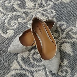 MAKE AN OFFER - call it SPRING Point Toe Flats 7